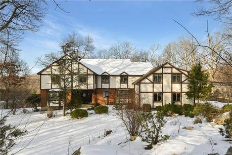 Foreclosure: Single Family Home Sold in Easton CT 06612. Colonial, tudor house near lake side waterfront with 3 car garage.