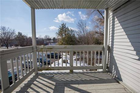 Condo Home Sold in Danbury CT 06811. Ranch house near waterfront with swimming pool.