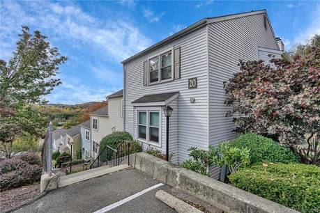 Condo Home For Sale in Danbury CT 06811. Ranch house near waterfront with swimming pool.