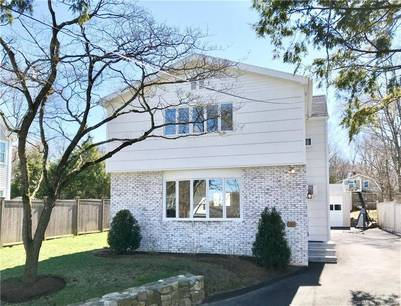 Single Family Home For Rent in Darien CT 06820. Colonial house near waterfront with 1 car garage.
