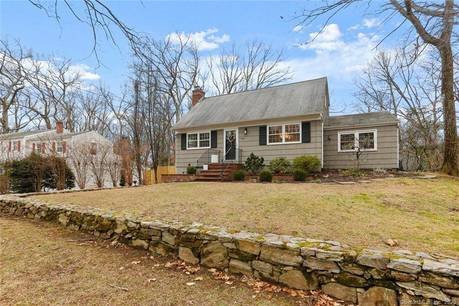 Single Family Home For Sale in Fairfield CT 06825.  cape cod house near beach side waterfront.