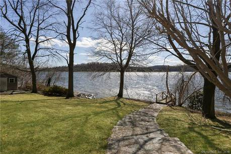 Single Family Home Sold in Brookfield CT 06804. Contemporary house near lake side waterfront with 3 car garage.