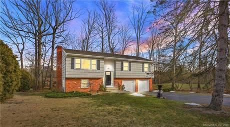 Single Family Home Sold in Stamford CT 06905. Ranch house near waterfront with 2 car garage.
