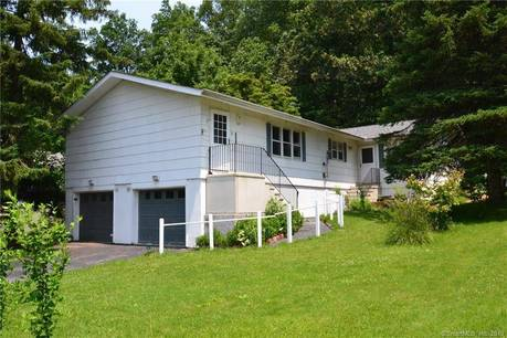 Foreclosure: Condo Home Sold in Bethel CT 06801. Ranch house near waterfront with 1 car garage.