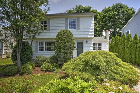 Single Family Home Sold in Fairfield CT 06824. Colonial house near beach side waterfront.