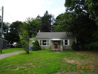 Foreclosure: Single Family Home Sold in Bridgeport CT 06610. Ranch house near waterfront.