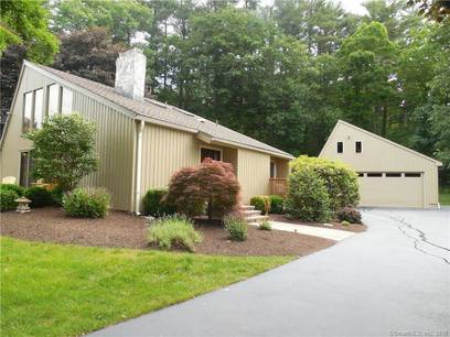 Single Family Home Sold in Shelton CT 06484. Contemporary house near waterfront with 2 car garage.