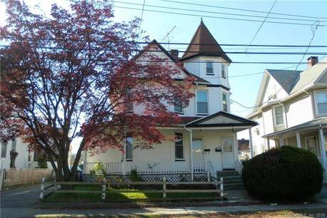 Multi Family Home For Rent in Bridgeport CT 06605. Old ranch house near beach side waterfront.