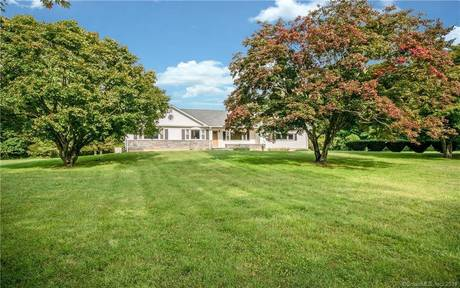 Single Family Home Sold in Easton CT 06612. Ranch house near waterfront with swimming pool and 2 car garage.