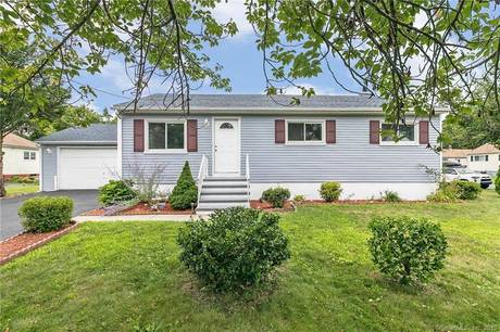 Single Family Home For Sale in Stratford CT 06615. Ranch house near beach side waterfront with 2 car garage.