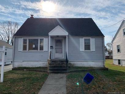Foreclosure: Single Family Home Sold in Stratford CT 06615.  cape cod house near waterfront with 2 car garage.