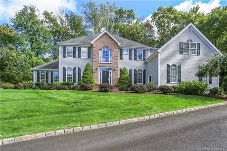 Single Family Home For Sale in Easton CT 06612. Colonial house near waterfront with 3 car garage.