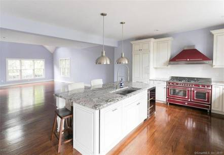 Condo Home Sold in Greenwich CT 06830.  townhouse near waterfront with 1 car garage.