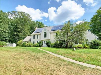 Single Family Home Sold in Redding CT 06896. Colonial house near waterfront with swimming pool and 3 car garage.