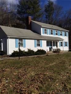 Single Family Home For Rent in Redding CT 06896. Colonial house near waterfront.