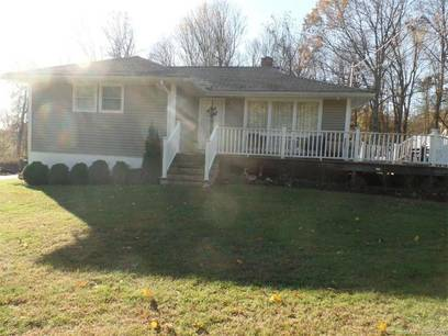 Single Family Home Sold in Shelton CT 06484. Ranch house near waterfront with swimming pool.