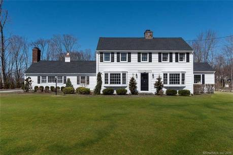 Single Family Home Sold in Brookfield CT 06804. Colonial house near waterfront with 4 car garage.