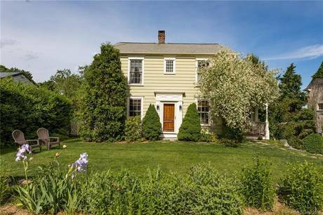 Single Family Home Sold in Ridgefield CT 06877. Old colonial house near waterfront with 1 car garage.