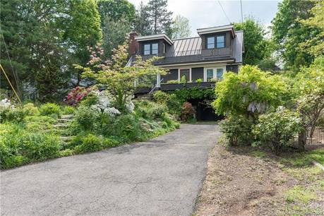Single Family Home For Rent in Greenwich CT 06878.  house near waterfront with swimming pool and 1 car garage.