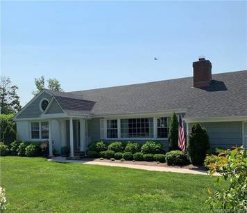 Single Family Home Sold in Norwalk CT 06855. Ranch house near waterfront with 2 car garage.
