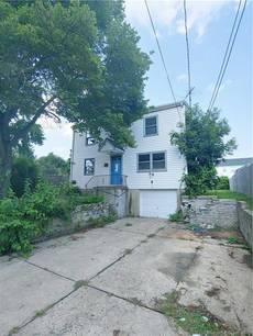 Foreclosure: Single Family Home Sold in Norwalk CT 06850. Colonial house near waterfront with 1 car garage.