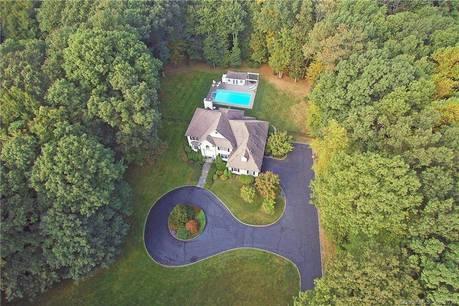 Single Family Home For Sale in Redding CT 06896. Colonial house near waterfront with swimming pool and 2 car garage.