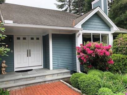 Single Family Home Sold in Stamford CT 06902. Contemporary house near lake side waterfront with swimming pool and 2 car garage.