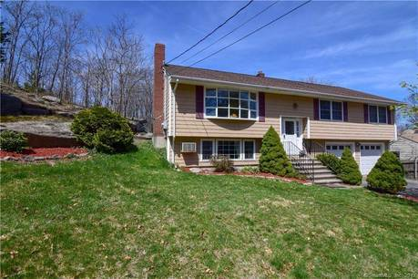 Single Family Home Sold in Stratford CT 06614. Ranch house near beach side waterfront with 2 car garage.