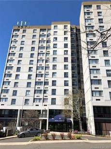 Condo Home Sold in Stamford CT 06902. Ranch house near waterfront with 1 car garage.