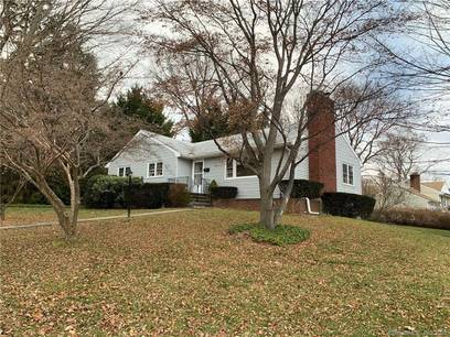 Single Family Home For Sale in Trumbull CT 06611. Ranch house near waterfront with 1 car garage.