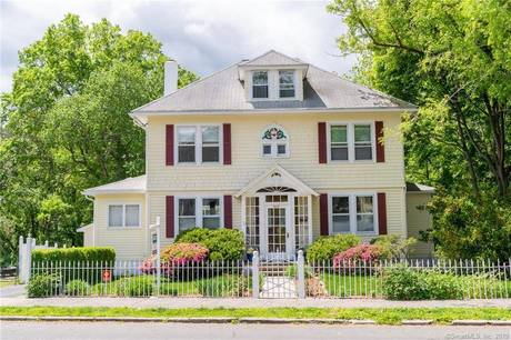 Single Family Home Sold in Bridgeport CT 06606. Old colonial house near waterfront with swimming pool and 1 car garage.