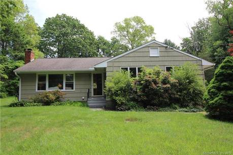 Single Family Home Sold in Norwalk CT 06851. Ranch house near waterfront with swimming pool and 1 car garage.