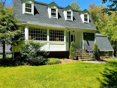Single Family Home Sold in Weston CT 06883. Colonial house near waterfront with 2 car garage.
