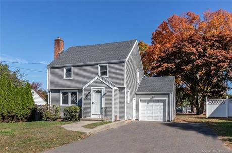 Single Family Home Sold in Trumbull CT 06611. Colonial house near waterfront with 1 car garage.