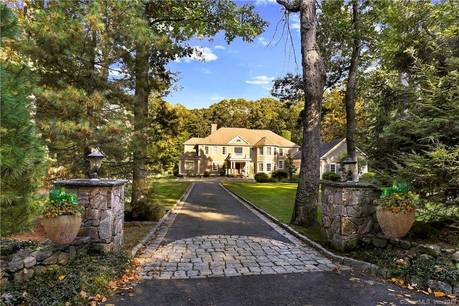 Luxury Single Family Home For Sale in New Canaan CT 06840. Colonial house near waterfront with swimming pool and 3 car garage.