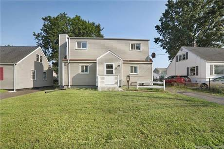 Single Family Home Sold in Bridgeport CT 06606. Colonial house near waterfront with 1 car garage.