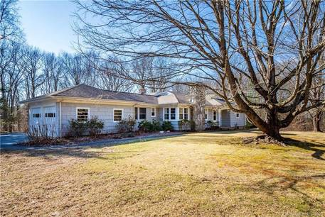 Single Family Home For Sale in Easton CT 06612. Ranch house near waterfront with 2 car garage.