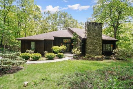 Single Family Home Sold in Weston CT 06883. Contemporary house near waterfront with 2 car garage.