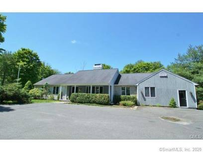 Single Family Home Sold in Ridgefield CT 06877. Ranch house near waterfront with swimming pool and 2 car garage.