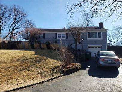 Short Sale: Single Family Home Sold in Bridgeport CT 06610. Ranch house near beach side waterfront with 1 car garage.