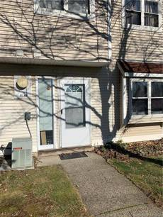 Condo Home Sold in Bridgeport CT 06608.  townhouse near waterfront.