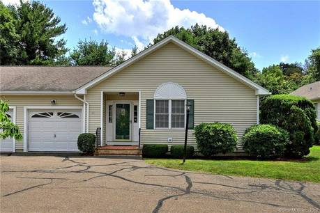 Condo Home Sold in Trumbull CT 06611. Ranch house near waterfront with 1 car garage.