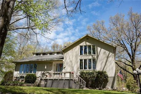 Single Family Home Sold in Newtown CT 06470. Contemporary house near waterfront with 1 car garage.