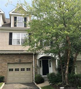 Condo Home For Rent in Danbury CT 06810.  townhouse near waterfront with swimming pool and 1 car garage.