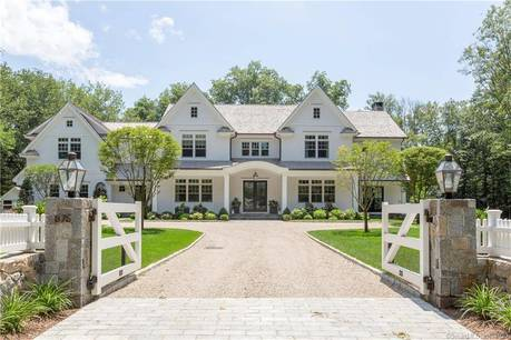 Luxury Mansion Sold in Darien CT 06820. Big colonial house near beach side waterfront with swimming pool and 3 car garage.