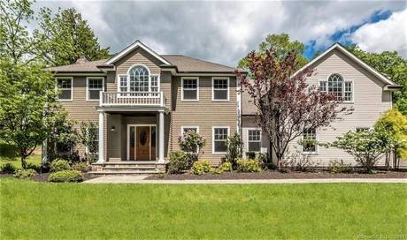 Foreclosure: Single Family Home Sold in Westport CT 06880. Colonial house near waterfront with 3 car garage.
