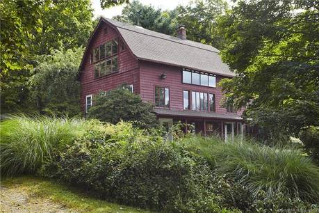 Single Family Home Sold in Weston CT 06883. Old colonial house near lake side waterfront with swimming pool.