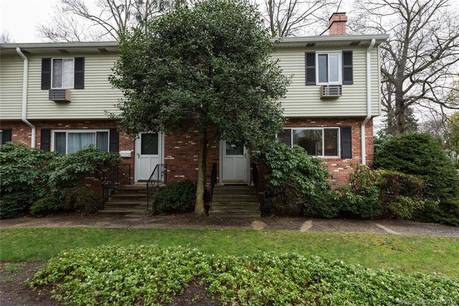 Foreclosure: Condo Home Sold in Stamford CT 06906.  townhouse near waterfront with 2 car garage.