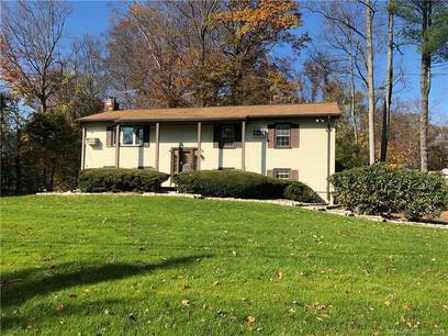 Single Family Home For Sale in Norwalk CT 06850. Ranch house near beach side waterfront with 2 car garage.