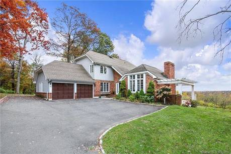 Single Family Home For Rent in Ridgefield CT 06877. Contemporary, colonial house near waterfront with 2 car garage.